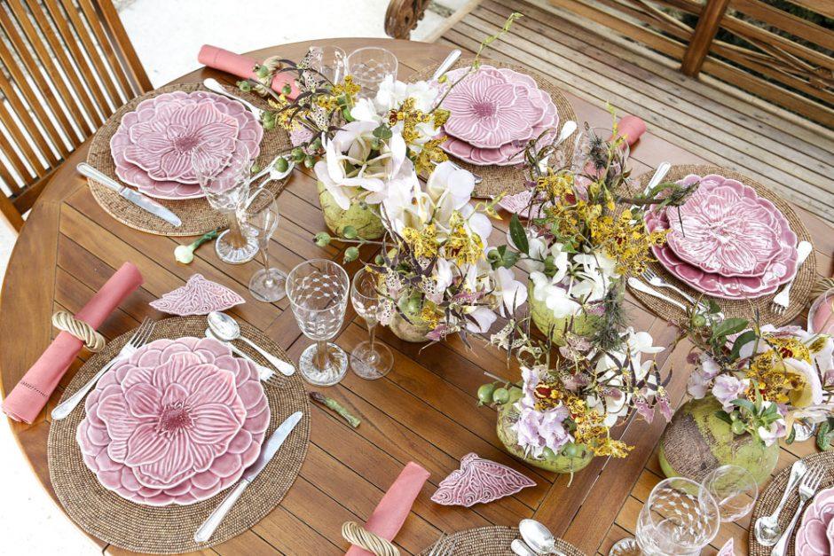 almoço tropical com cores rosa e verde
