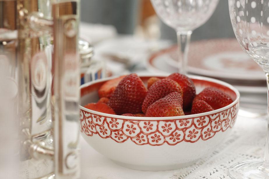 bowl vermelho e branco