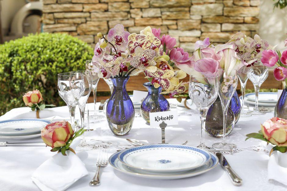 mesa para almoço em tons rosa e azul