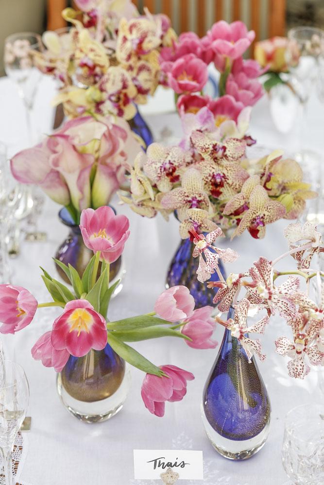 arranjos de orquídeas phalaenopsis e wandas, tulipas e callas