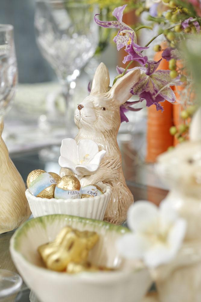 coelhinho da pascoa na mesa decorada