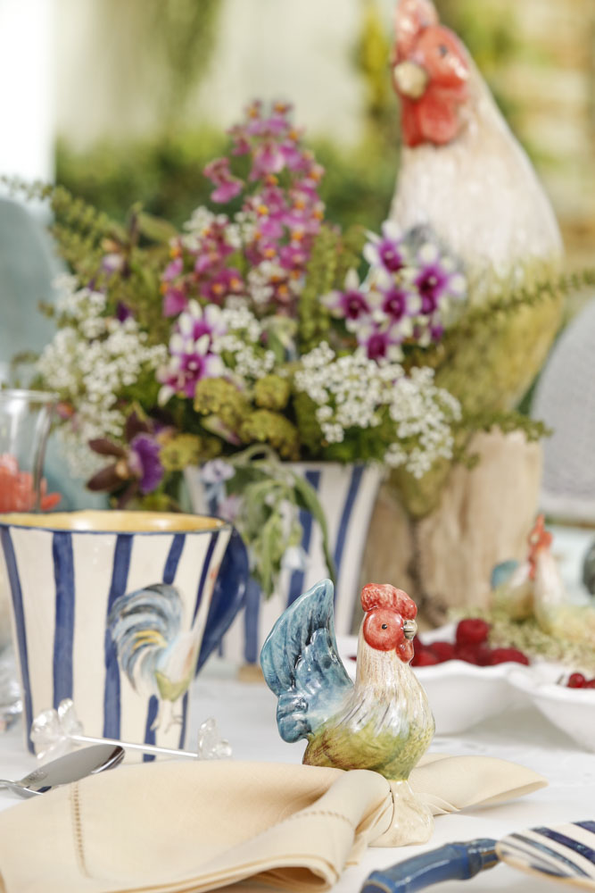 canecas listradas em azul e branco