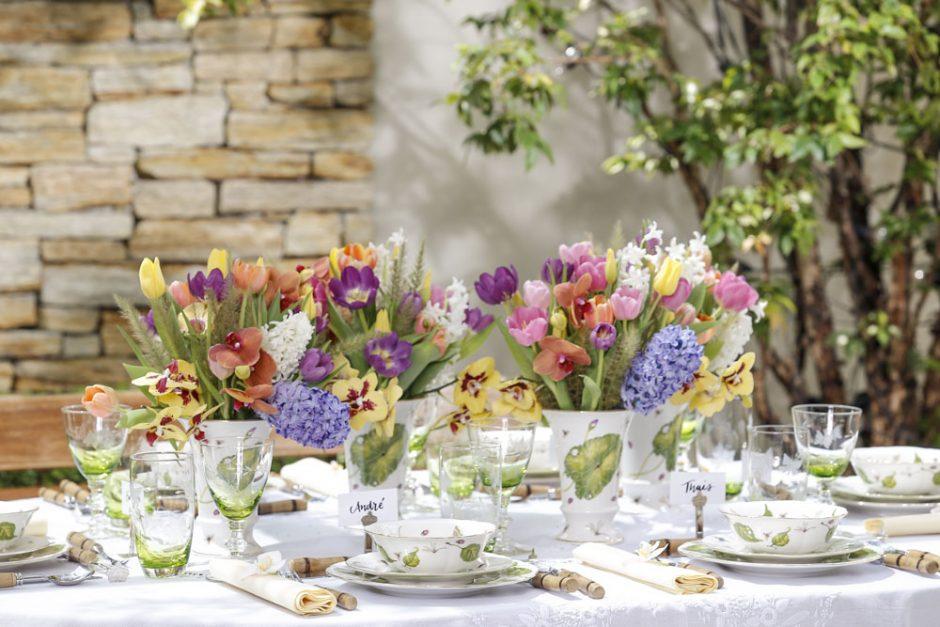 mesa com loucas da Tania Bulhoes