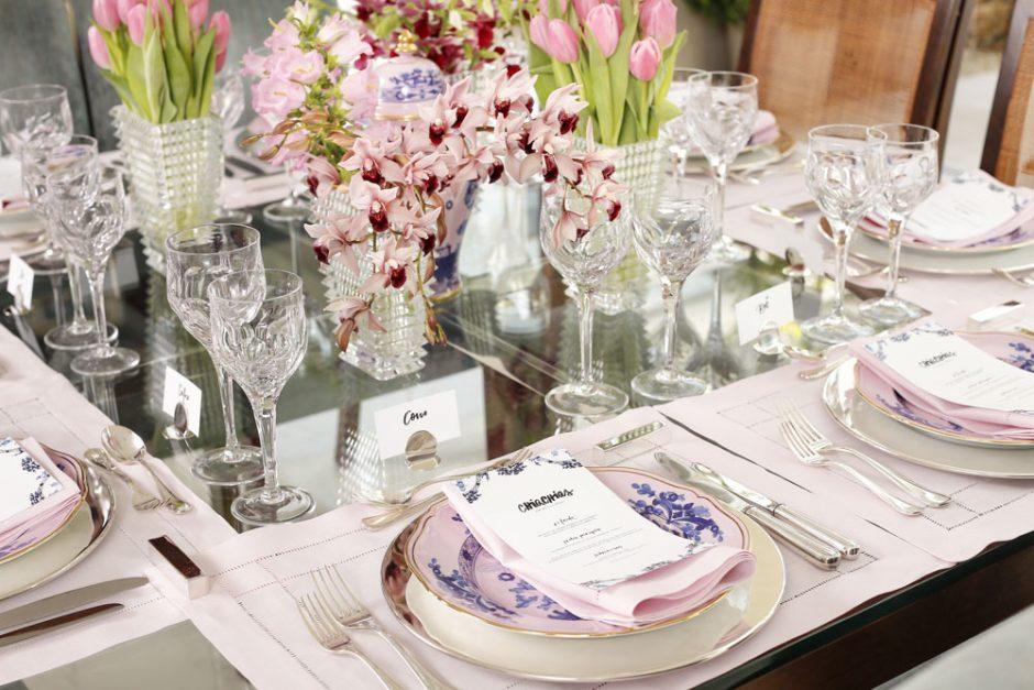 decoracao de mesa com tons delicados