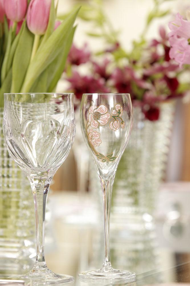 Tacas em cristal transparente e tacas de champagne