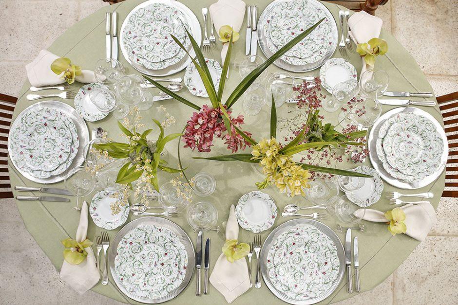 mesa clássica em tons delicados
