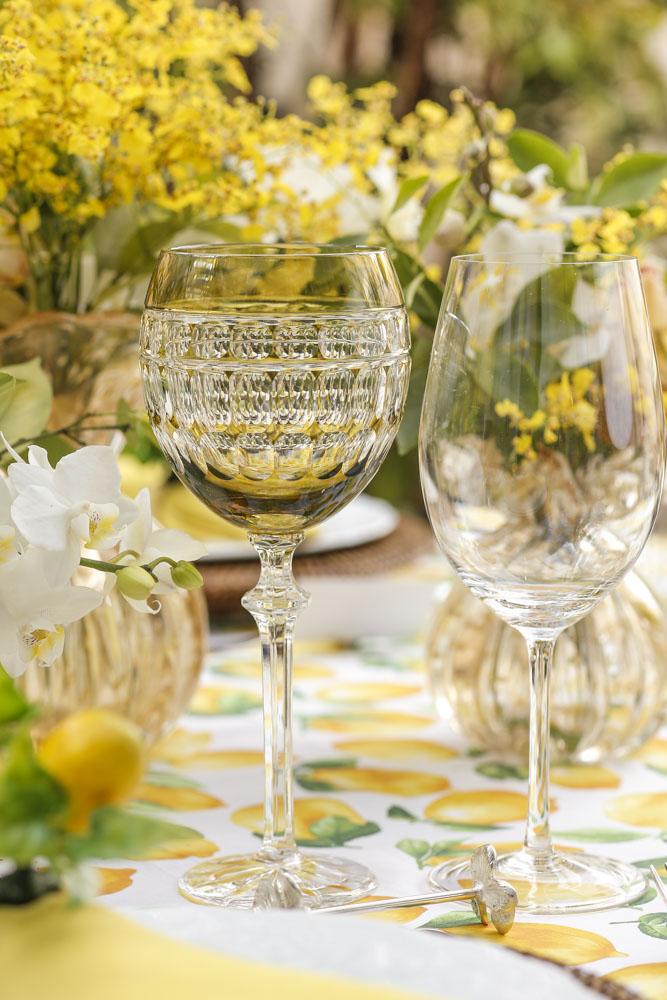 taças de água em cristal polonês e vinho transparente
