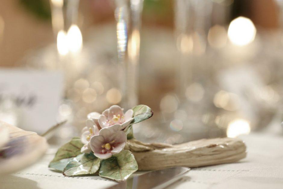 descanso de talher vestindo a mesa