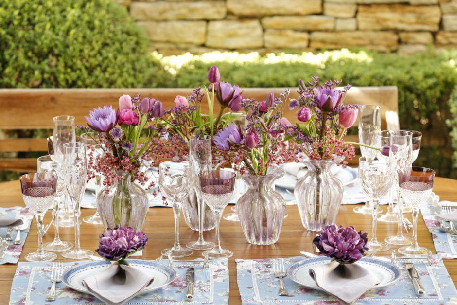 mesa no jardim