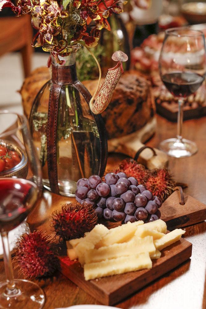 mesa para servir queijos e vinhos