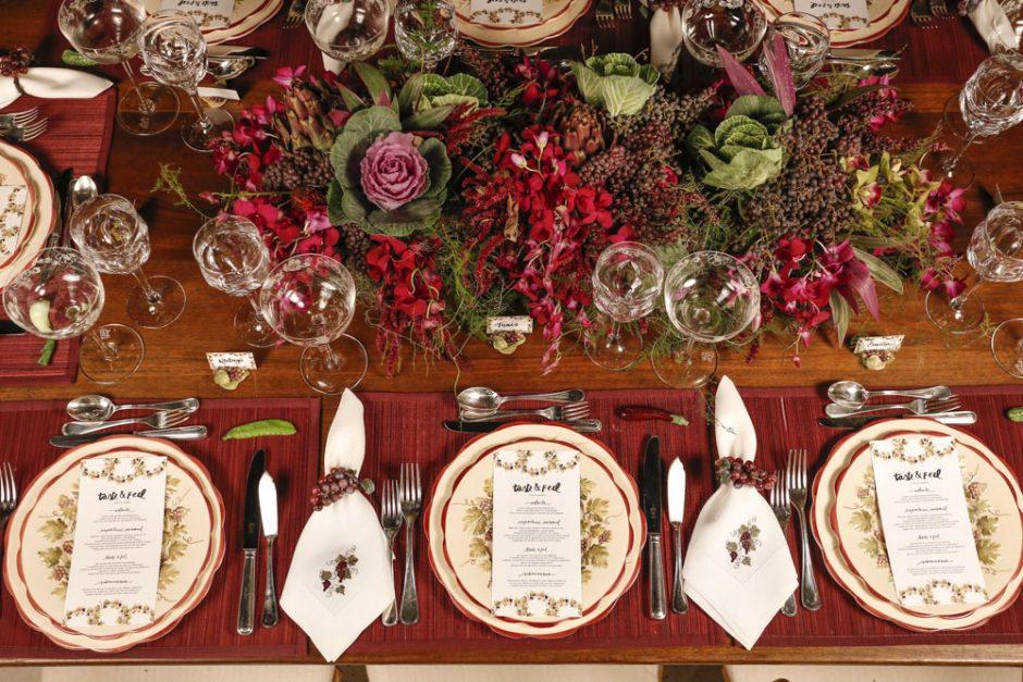 mesa de jantar em tons de vemelho