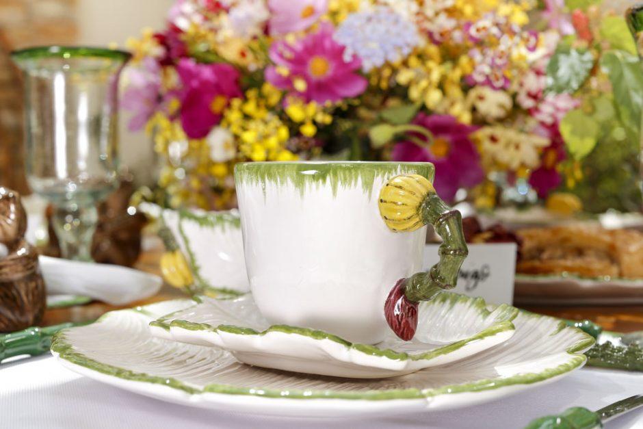 xícaras bananeira vestindo a mesa