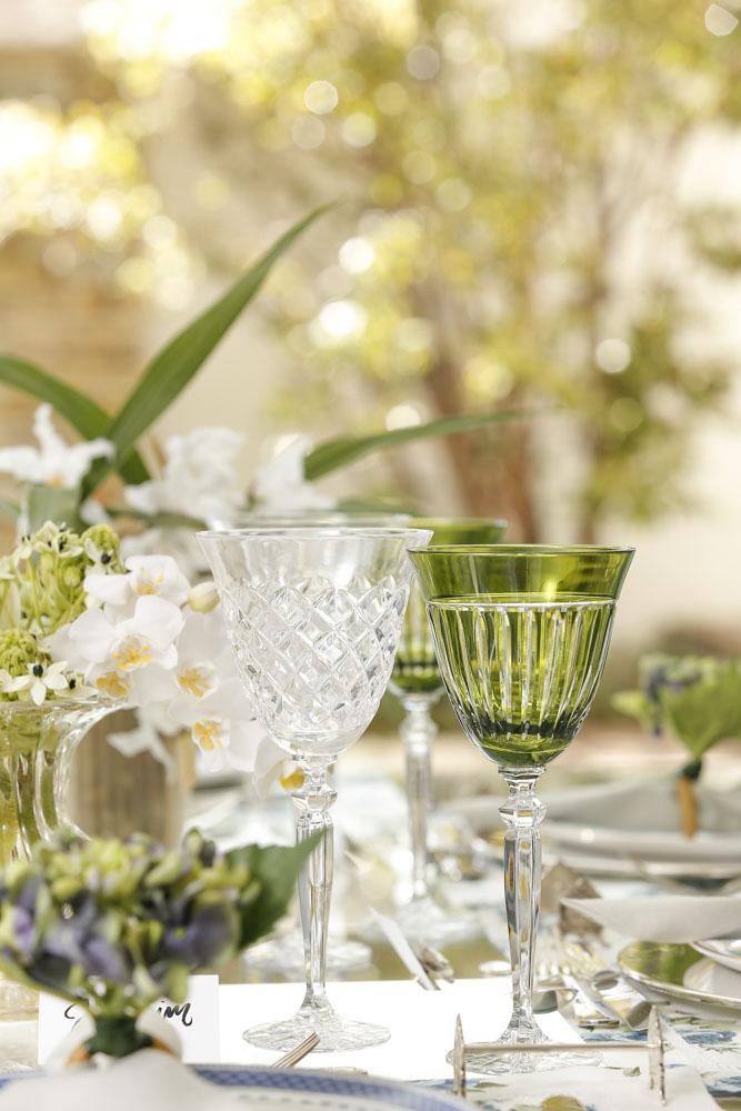 taças em cristal transparentes e verdes