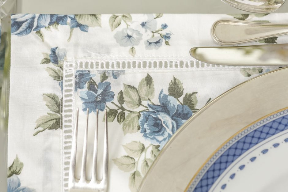 jogos americanos florais azul e branco