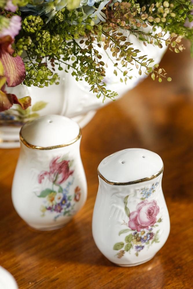 saleiro e pimenteiro de porcelana pintada