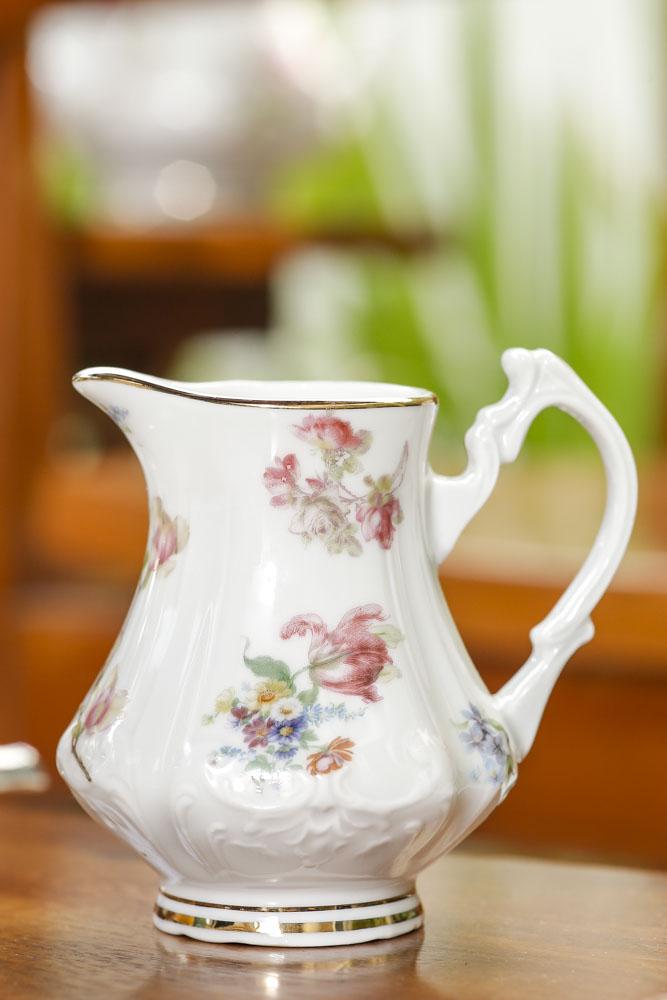 leiteira de porcelana