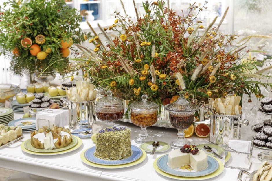 mesa de doces e salgados buffet Zest