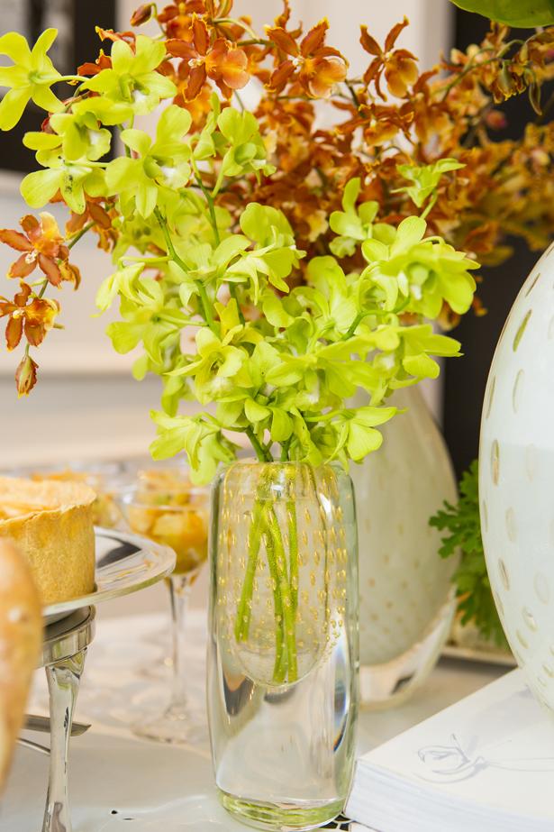 arranjo delicado com orquídeas