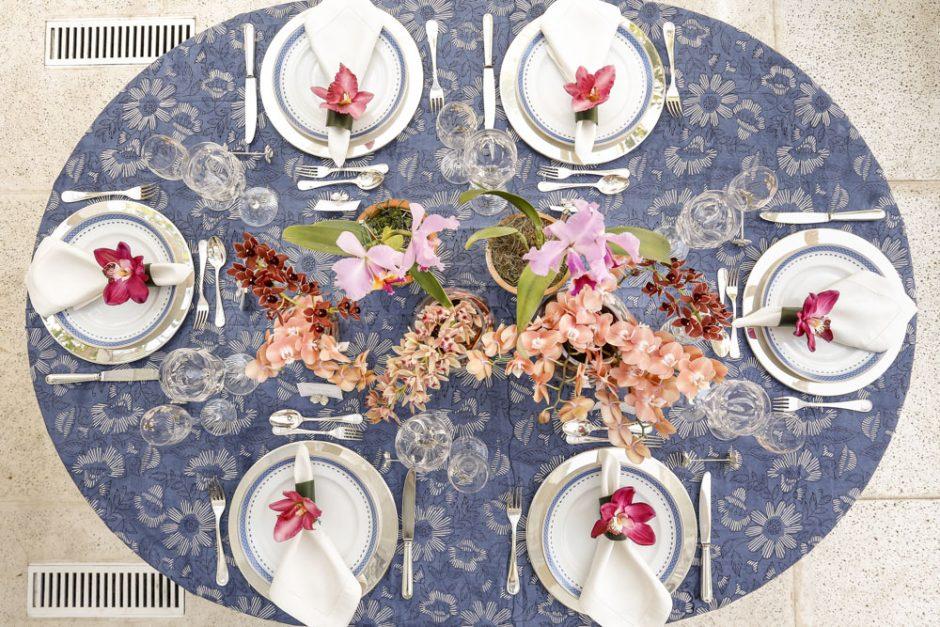 mesa com toalha estampada vestido a mesa