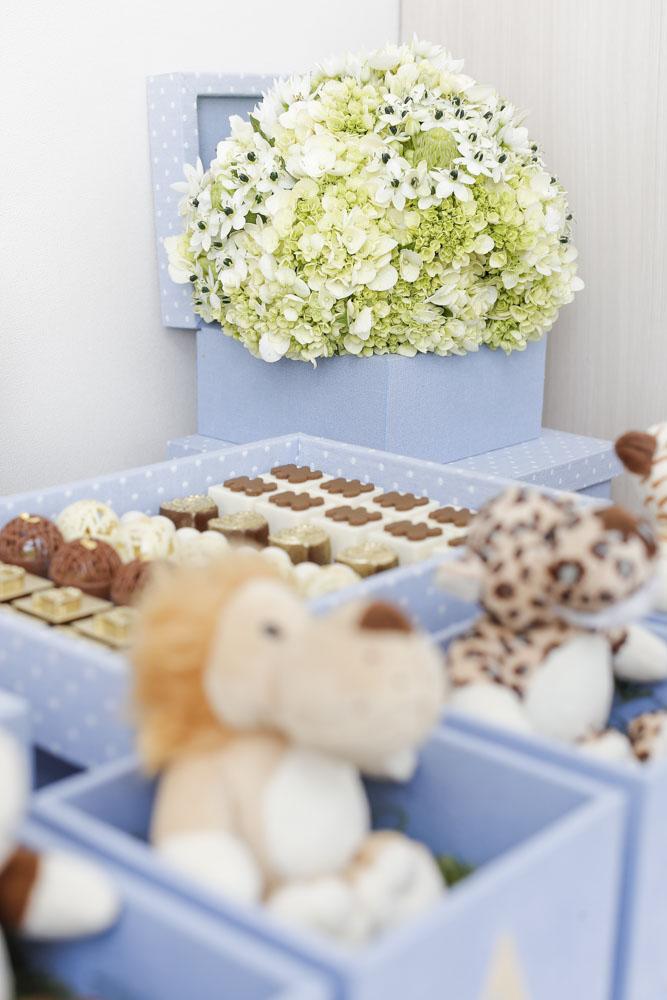 maternidade decorada com azul e branco