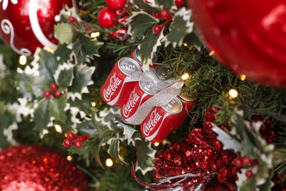 mini coca cola para decorar o natal