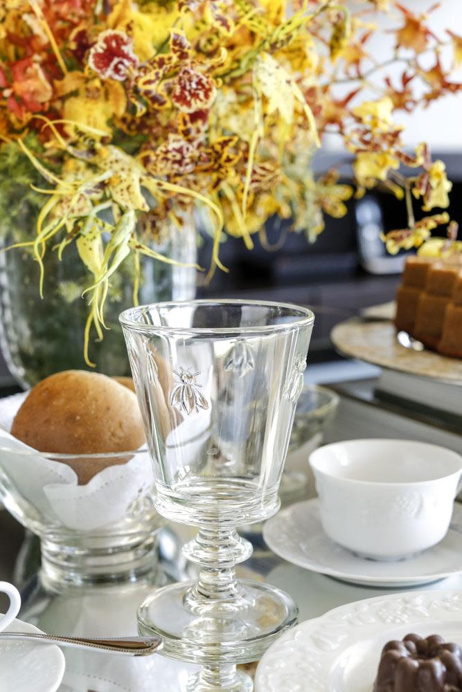 copo com lapidação de abelhas