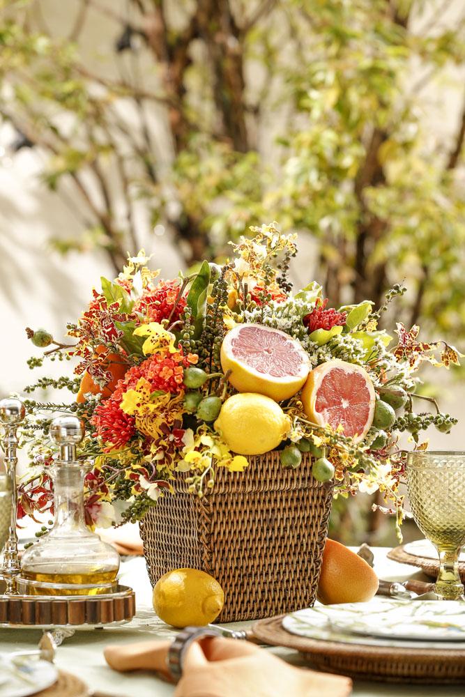 arranjo floral com frutas
