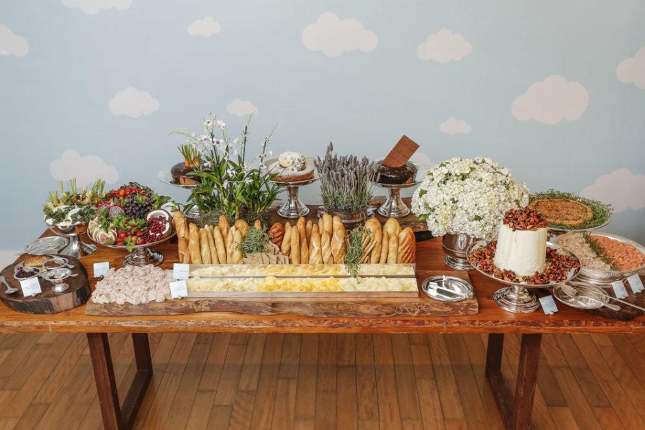 mesa de brunch para batizado