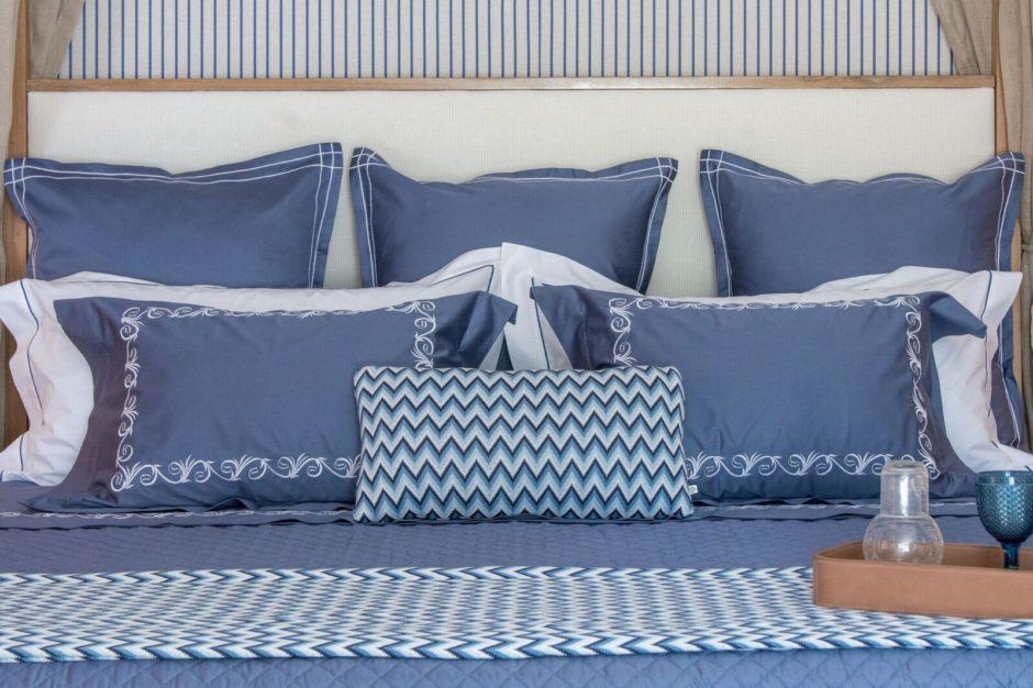 roupa de cama azul e branca da loja de enxoval valencien