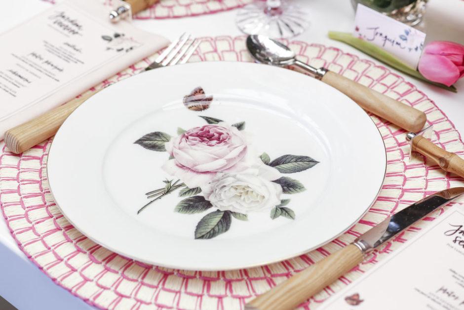 prato de sobremesa com pintura de rosas inglesas tania bulhoes