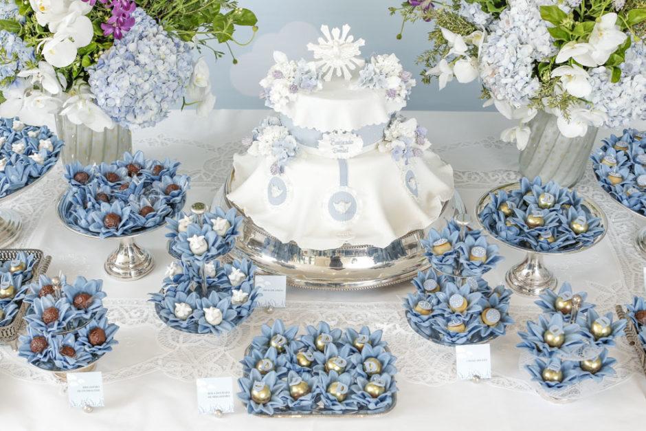 bolo e doces para batizado