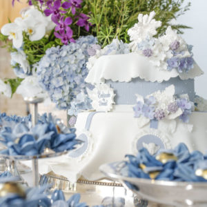mesa decorada para batizado