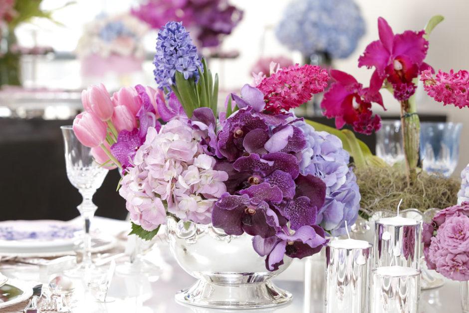 flores vendas em vaso de prata
