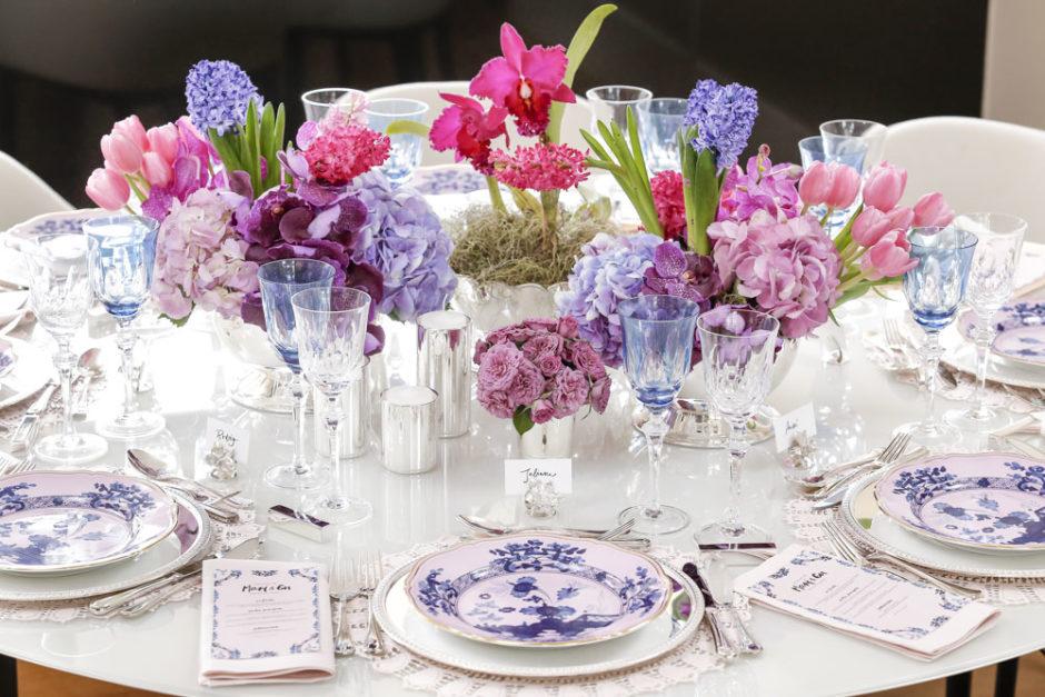 jantar de noivado em cores suaves e clima romântico