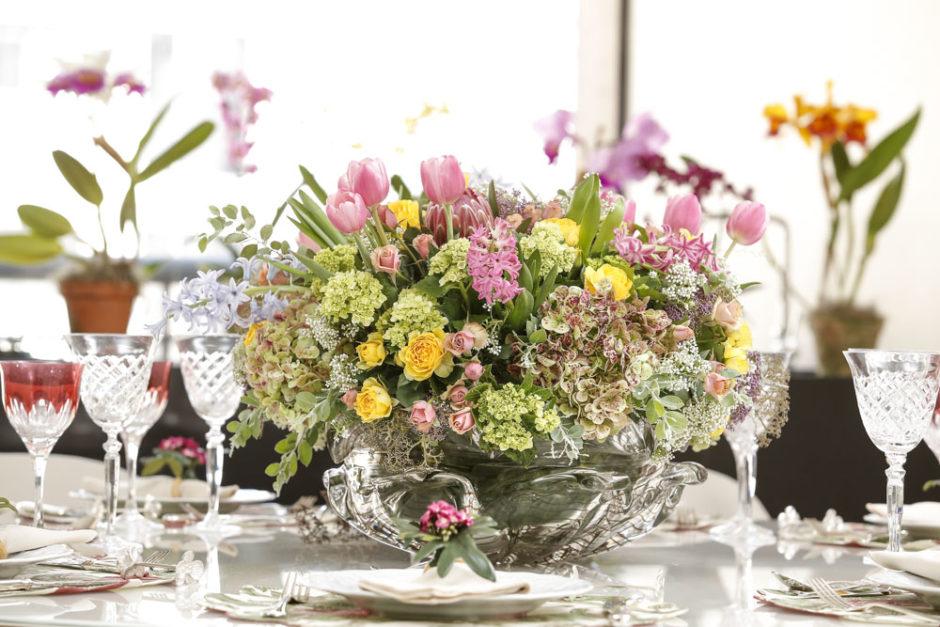 arranjo de flores coloridas
