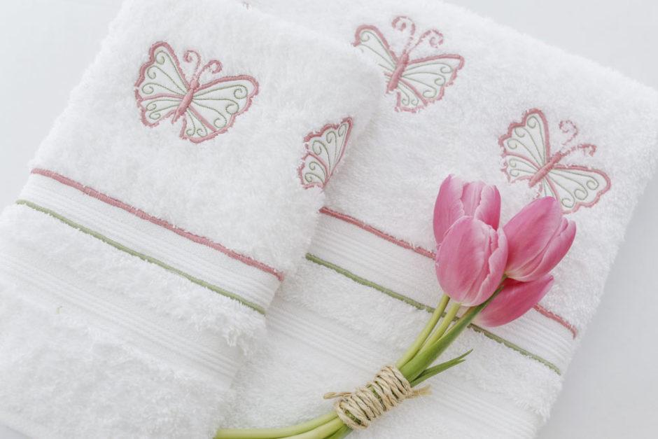 toalha com bordado de borboleta