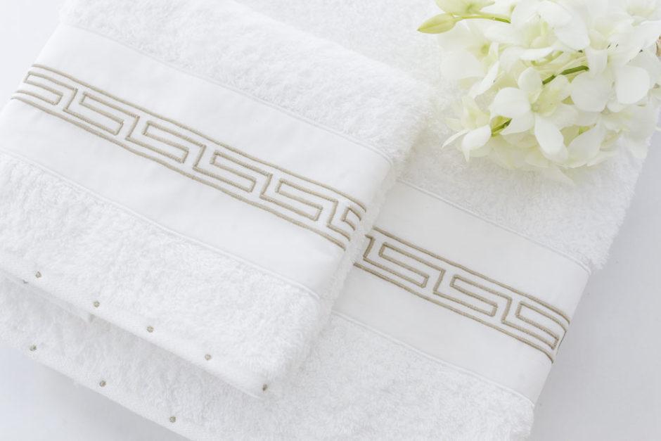 toalha com bordado minimalista valencien