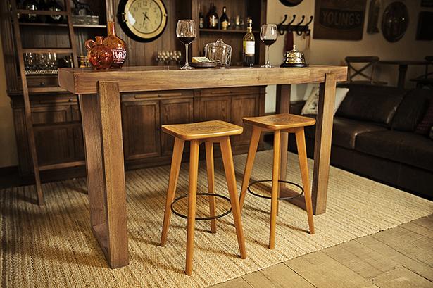 banco de madeira para bar