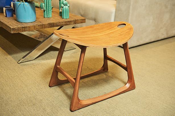 banco com design em madeira Cecilia Dale