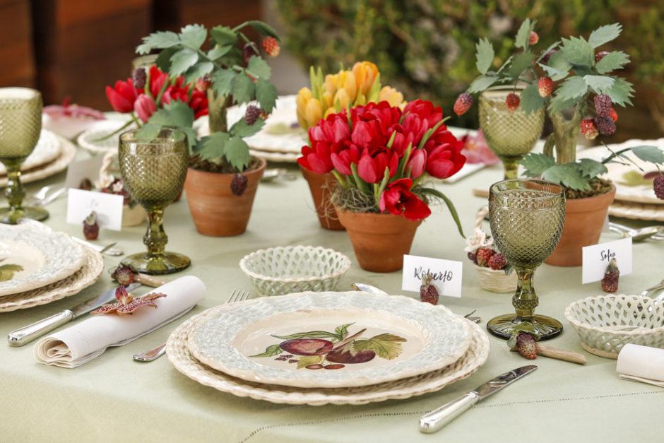 mesa com vasos de barro