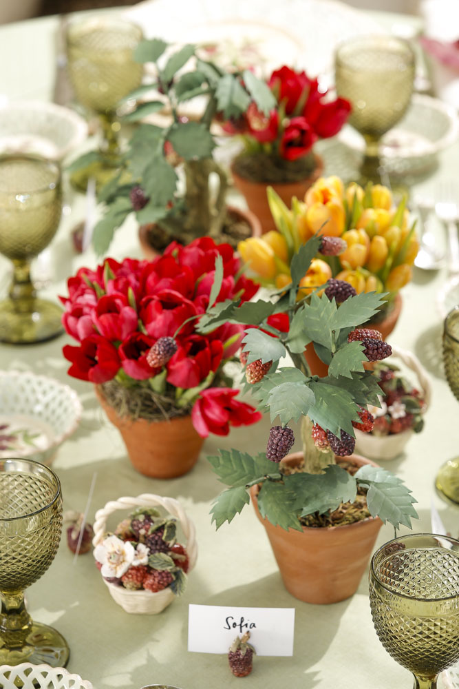 arranjos florais em vasos de barro