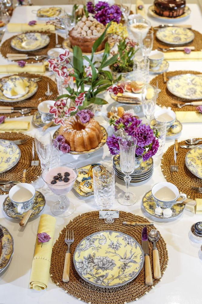chá da tarde com a louça Petrópolis de Tania Bulhões