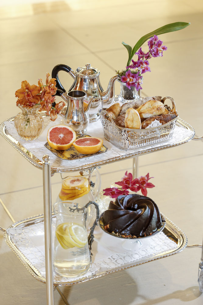 carrinho de prata para servir chá Tania Bulhões