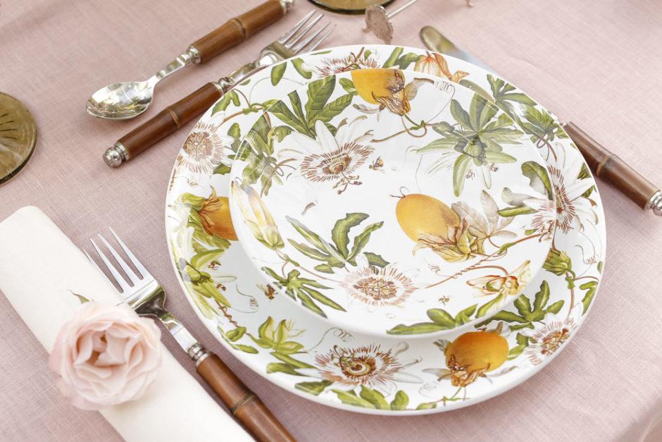pratos pintados com maracujá e flores cecilia dale