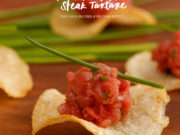 chip de batata com steak tartare we cook buffet