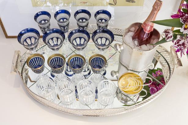 bandeja-bar em prata com copos de cristal tania bulhões