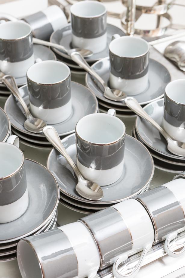 xícaras em branco e cinza D.Filipa