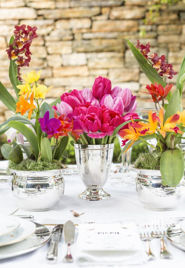 cahepot de prata Couvert com arranjo floral