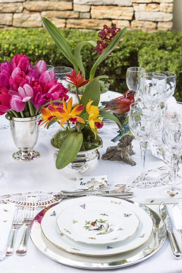 mesa de jantar elegante com louça Herend