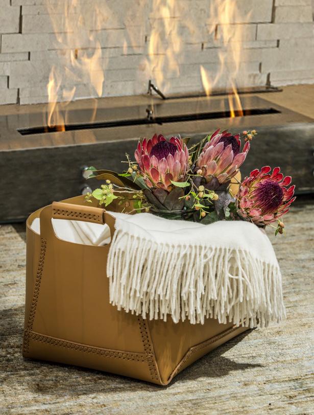 cesto de couro Theodora Home com proteas